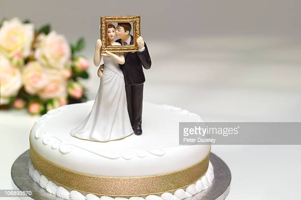 the perfect couple on wedding cake - wedding cake figurine stock pictures, royalty-free photos & images