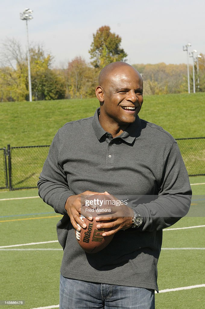 BOYS - 'The Perfect Season' - Football great and NFL Hall of Famer Warren Moon helps Senior make a big decision; Sweet Lou is determined to put his slacker reputation behind him by trying to land a coveted helmet from the 1972 Dolphins; the boys are offered a minority share of the Green Bay Packers, and Junior tries to lock in a piece of Tiger Stadium, on 'Ball Boys,' SUNDAY JUNE 17 (5:00-5:30 p.m., ET) on the ABC Television Network. WARREN