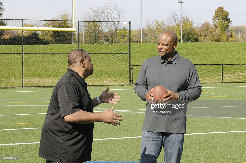 BOYS - 'The Perfect Season' - Football great and NFL Hall of Famer Warren Moon helps Senior make a big decision; Sweet Lou is determined to put his slacker reputation behind him by trying to land a coveted helmet from the 1972 Dolphins; the boys are offered a minority share of the Green Bay Packers, and Junior tries to lock in a piece of Tiger Stadium, on 'Ball Boys,' SUNDAY JUNE 17 (5:00-5:30 p.m., ET) on the ABC Television Network. ROBBIE