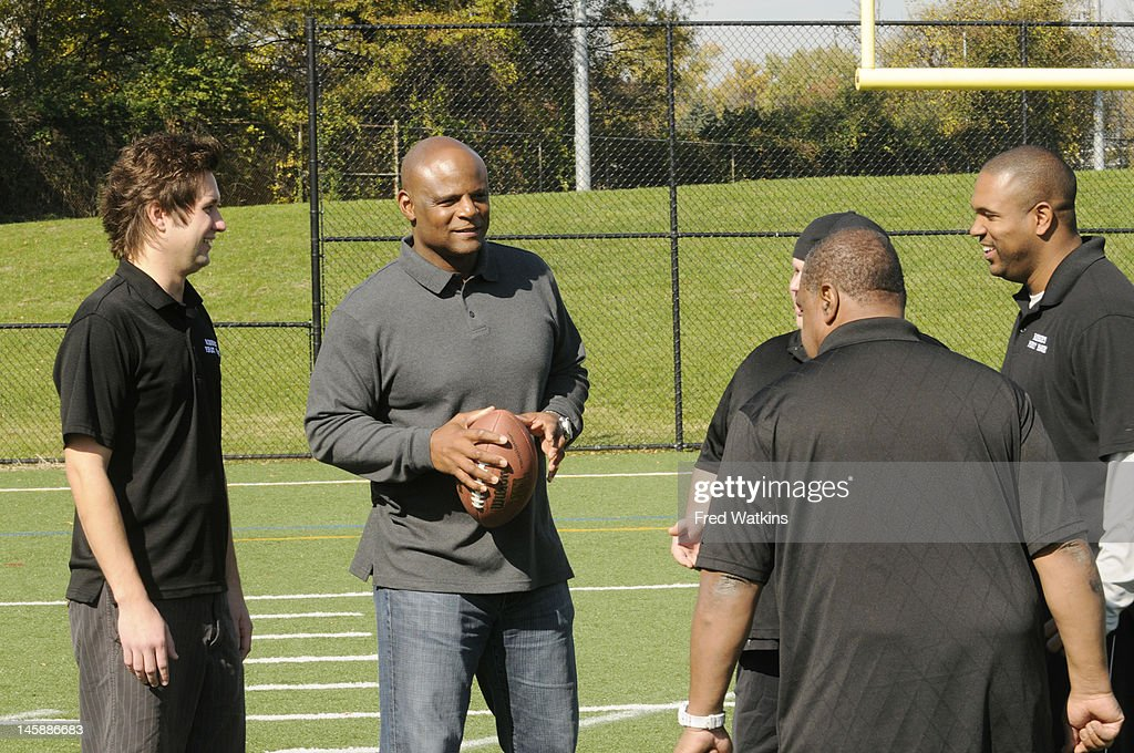 BOYS - 'The Perfect Season' - Football great and NFL Hall of Famer Warren Moon helps Senior make a big decision; Sweet Lou is determined to put his slacker reputation behind him by trying to land a coveted helmet from the 1972 Dolphins; the boys are offered a minority share of the Green Bay Packers, and Junior tries to lock in a piece of Tiger Stadium, on 'Ball Boys,' SUNDAY JUNE 17 (5:00-5:30 p.m., ET) on the ABC Television Network. SHAGGY, WARREN MOON, SWEET LOU (OBSCURED), ROBBIE
