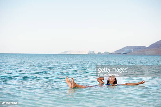 the perfect vacation on salty lake. - israeli woman stock pictures, royalty-free photos & images