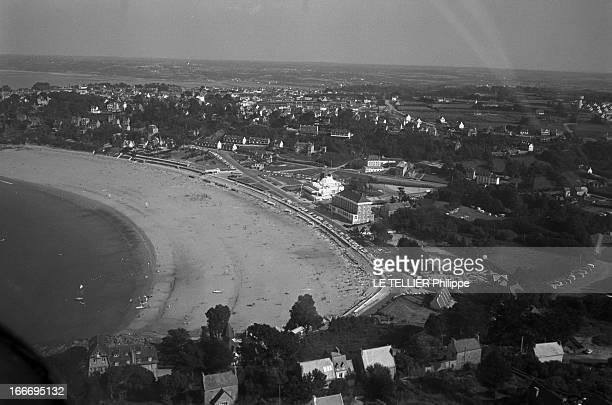 The Perros Guirrec Beach In Britain Cleaned After The Accident Of The 'Torrey Canyon' En France juillet 1967 moins quatre mois après la marée noire...