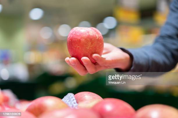 the person who picked apples - fujian province stock pictures, royalty-free photos & images