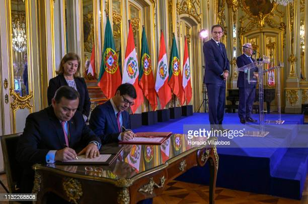 The Peruvian President Martín Vizcarra and Portuguese Prime Minister Antonio Costa look on during the signature of bilateral agreements at the end...
