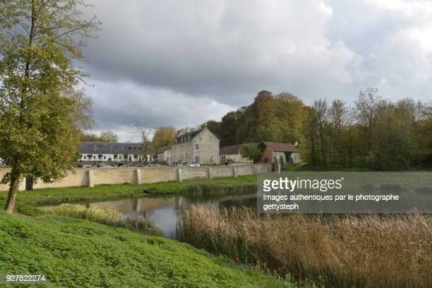 The 'Petit Etang du Lange Gracht'with his mirror effect, along restored surrounding wall of abbey