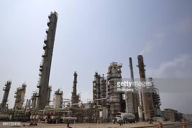The Petroleos Mexicanos Antonio Dovali Jaime refinery stands in Salina Cruz Mexico on Thursday May 26 2016 Petroleos Mexicanos is seeking buyers for...
