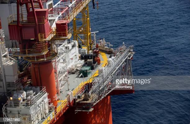 The Petroleos Mexicanos La Muralla IV deep sea crude oil platform stands in the waters off Veracruz Mexico on Friday Aug 30 2013 Gulf of Mexico...