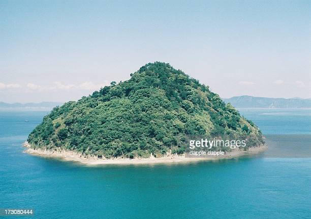 the petty island has been photographed again. - kagawa ストックフォトと画像