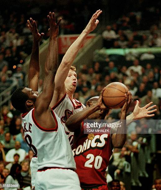 The Philadelphia 76ers' Aaron McKie and Todd MacCulloch block the Seattle SuperSonics' Gary Payton as he looks to pass in the first period 08...