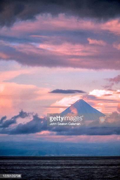 the philippines, mayon volcano - paisajes de filipinas fotografías e imágenes de stock