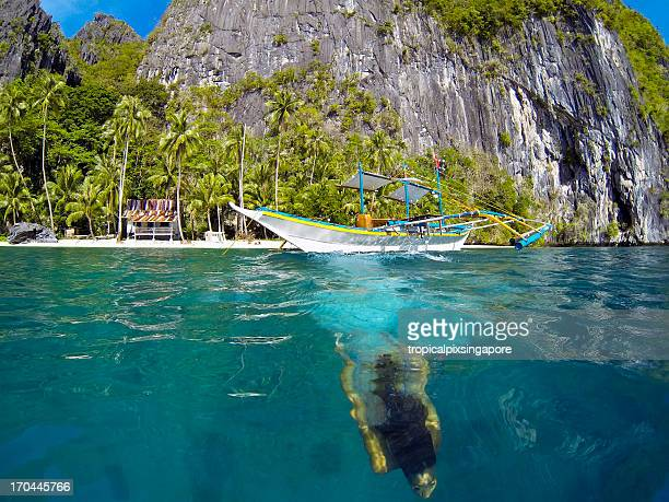 The Philippines, Palawan Province, El Nido, diving from boat.