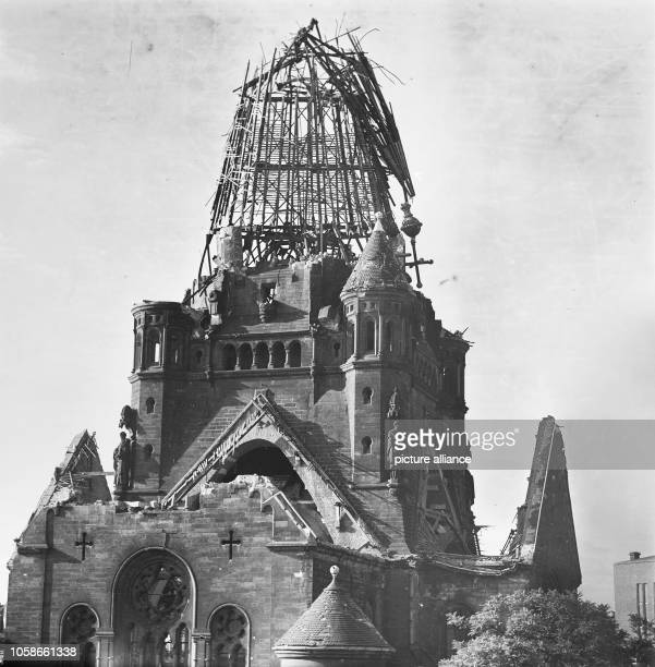 The photo by famous photographer Richard Peter sen shows the ruin of the Jakobikirche in Dresden Germany recorded after 17 September 1945 Especially...