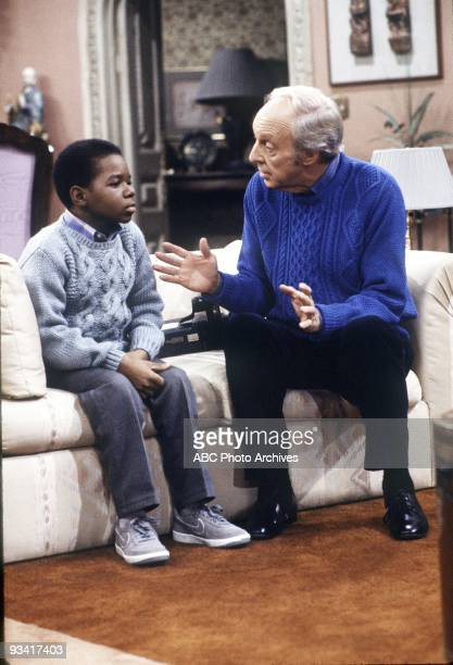RENT STROKES 'The Photo Club' Season Eight 2/28/86 Phillip chatted with Arnold after the disgruntled youngster was locked in a closet with a...