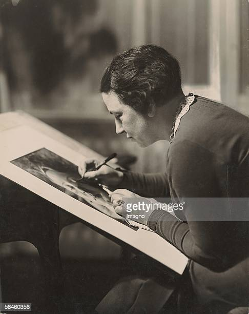 The photographer Hedda Walther retouching a painting Photography by Becker Maass Berlin 1925 [Die Photographin Hedda Walther bei der Positivretouche...