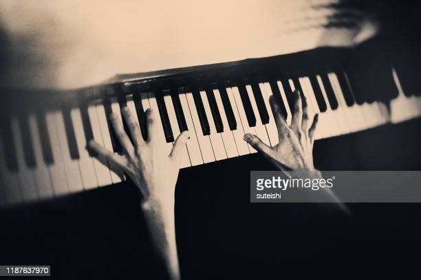ピアノ奏者 - ポップコンサート ストックフォトと画像