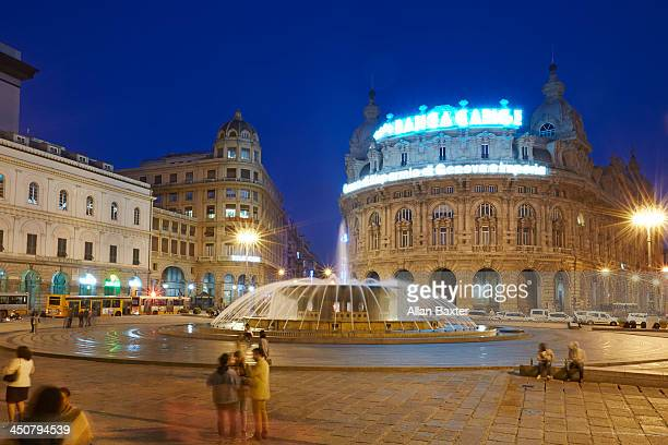 The 'Piazza de ferrari' with tourists at night
