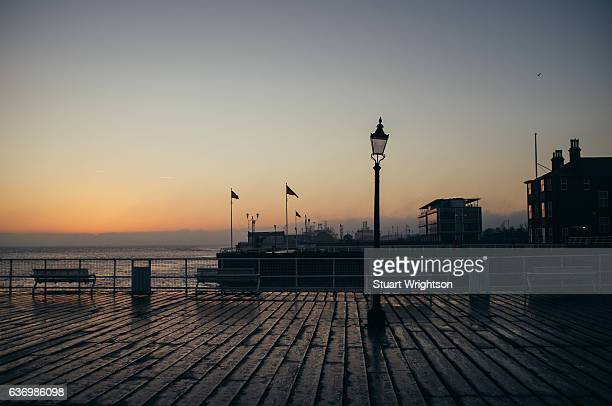 the pier at hull marina. - kingston upon hull fotografías e imágenes de stock