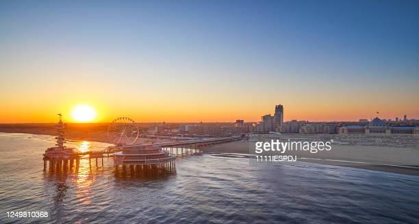 スヘニンゲンの桟橋 - the hague ストックフォトと画像