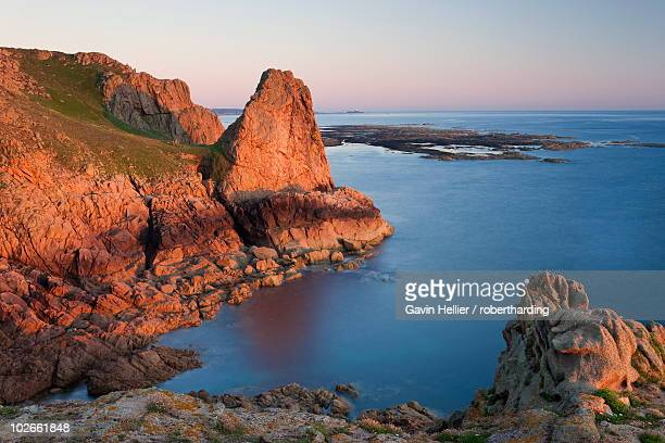 the pinnacle and rocky northwest coastline of jersey, channel islands, united kingdom, europe - gavin hellier stock pictures, royalty-free photos & images