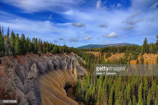 the pinnacles and a creek valley - felsspitze stock-fotos und bilder