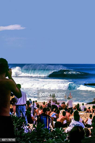 the pipeline - waimea bay stock pictures, royalty-free photos & images