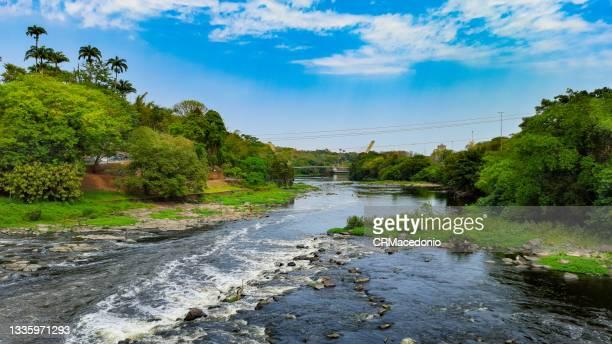 the piracicaba river has a low water flow. - crmacedonio fotografías e imágenes de stock
