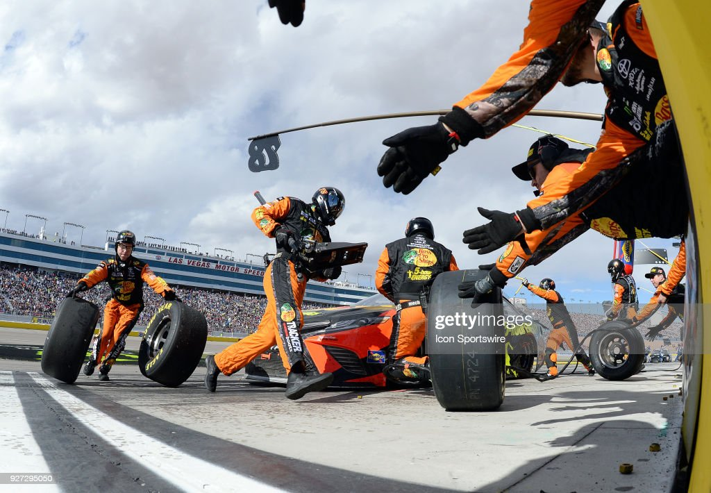 The Pit Crew For Martin Truex Jr Barney Visser Furniture Row Racing