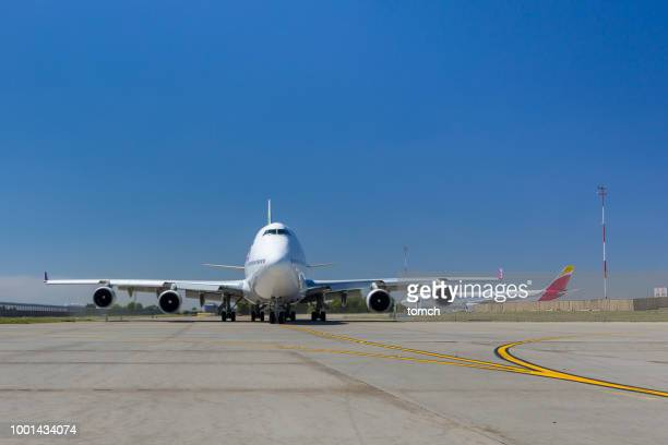 the plane of wamos air taxiing at boryspil airport in ukraine - taxiing stock pictures, royalty-free photos & images