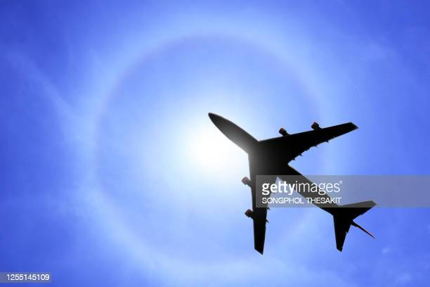 the plane that is flying through the sun, the halo phenomenon that is going on - light natural phenomenon stock pictures, royalty-free photos & images