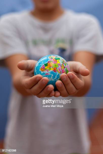 the planet earth is in our hands - giornata mondiale della terra foto e immagini stock