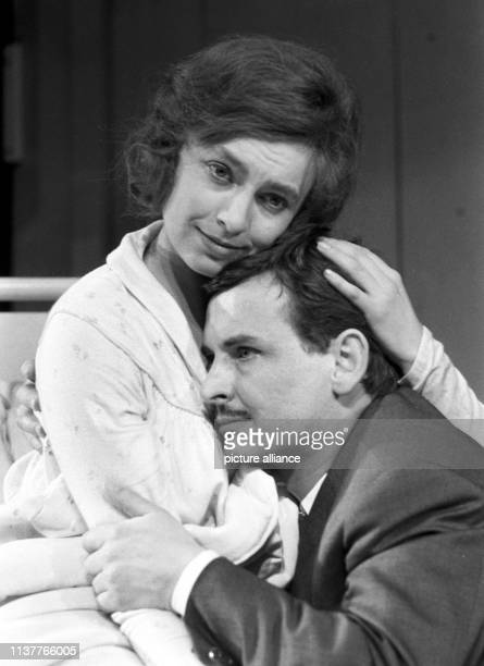 The play Der Strohhalm by Eugene O'Neill is performed by the theatre of Düsseldorf as the German première on 16 March 1963 The picture shows Nicole...