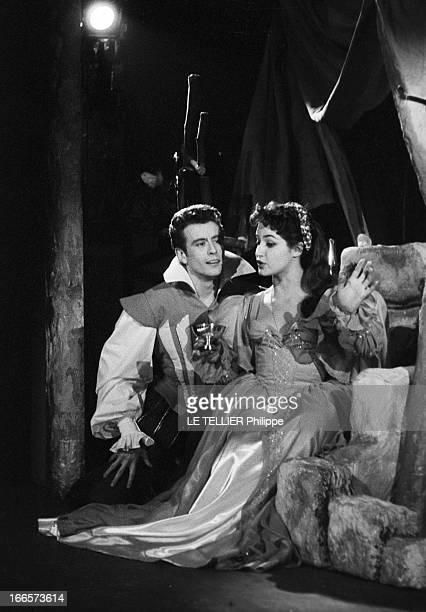 The Play 'Don Juan' By Moliere At The Theater Des Capucines Paris 20 janvier 1956 Sur la scène du Théâtre de Capucines l'actrice Françoise FABIAN en...