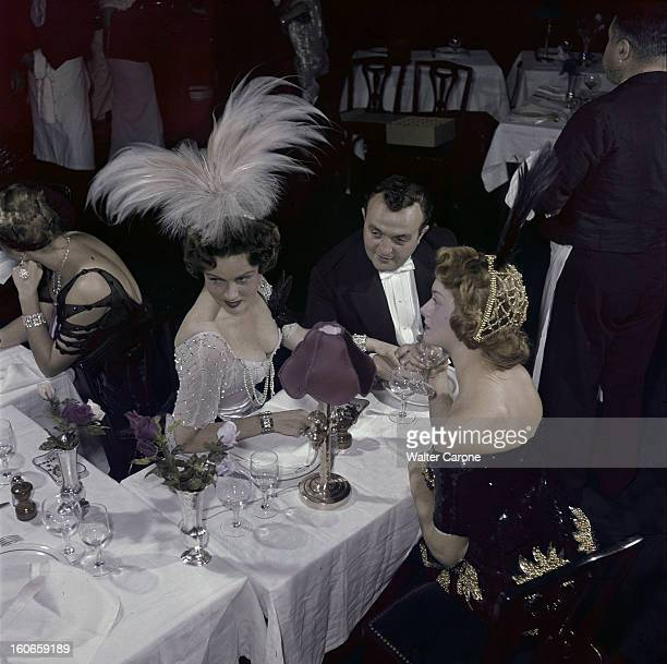 The Play 'le Petit Cafe' By Tristan Bernard At The Theater Antoine Paris octobre 1949 Sur la scène du Théâtre Antoine à l'occasion des...