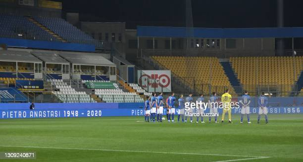 The players and officials observe a minutes silence for former players who passed away recently, Pietro Anastasi, Pierino Prati, Mario Corso, Mauro...