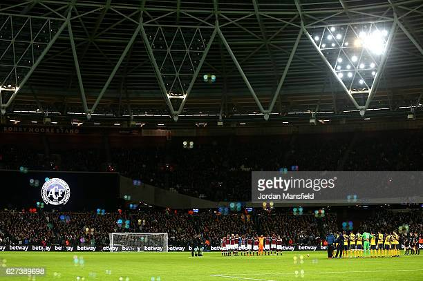 The players observe a minute's silence for the victims of the plane crash involving the Brazilian club Chapecoense prior to the Premier League match...