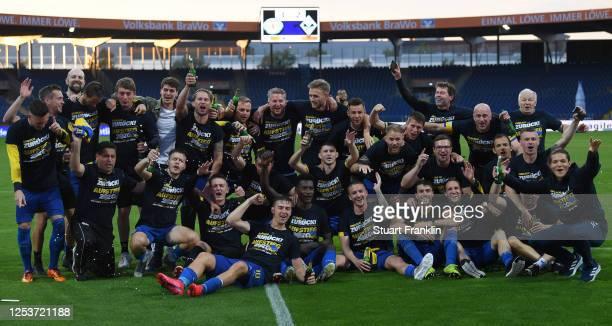 The players of Braunschweig celebrates promotion to the second Bundesliga after the 3 Liga match between Eintracht Braunschweig and SV Waldhof...
