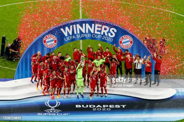 the players of FC Bayern Munich celebrate their victory after the UEFA Super Cup match between FC Bayern Munich and FC Sevilla at Puskas Arena on...