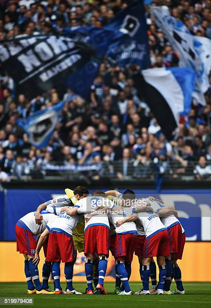 The players of Hamburg gather togther during the Bundesliga match between Hamburger SV and SV Darmstadt 98 at Volksparkstadion on April 9 2016 in...