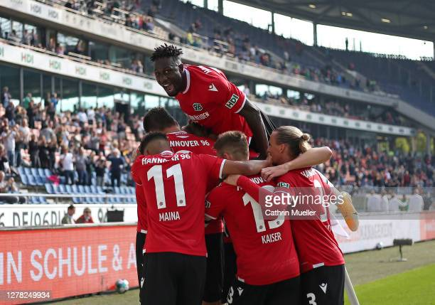 The Players of Hannover 96 celebrate after scoring during the Second Bundesliga match between Hannover 96 and Eintracht Braunschweig at HDI-Arena on...