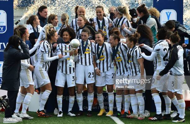 The players of Juventus celebrate winning the Cup during the Women's Super Cup Final match between Juventus and ACF Fiorentina at Stadio Comunale on...