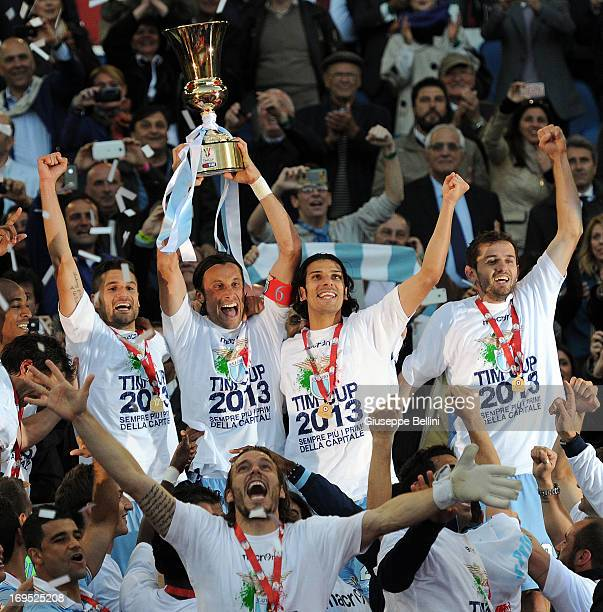 The players of Lazio celebrate the vicory after the TIM cup final match between AS Roma v SS Lazio at Stadio Olimpico on May 26, 2013 in Rome, Italy.