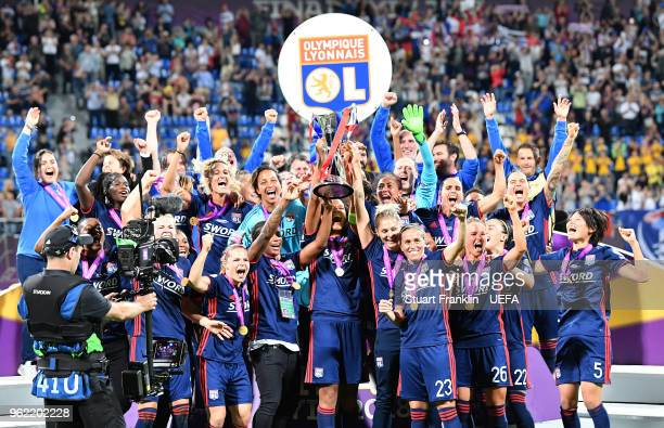 The players of Lyon lift the winners trophy after the UEFA Women's Champions League final match between VfL Wolfsburg and Olympique Lyonnais on May...
