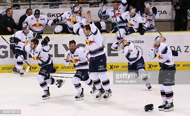 The players of Muenchen celebrate after winning the DEL playoffs final game four between Grizzlys Wolfsburg and Red Bull Muenchen at Eis Arena on...