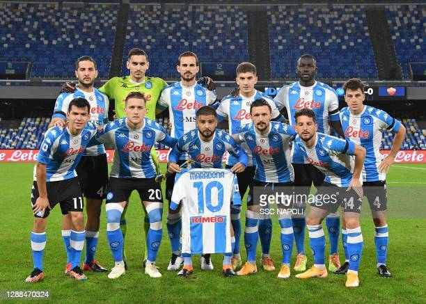 The players of Napoli pose with the shirt of the late Diego Maradona during the Serie A match between SSC Napoli and AS Roma at Stadio San Paolo on...