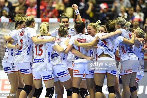 The players of Norway celebrate after the 22nd IHF Women's Handball World Championship gold medal match between Netherlands and Norway in Jyske Bank...