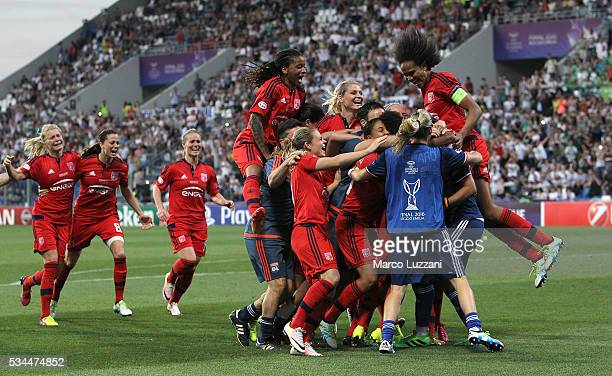 The players of Olympique Lyonnais celebrate a victory at the end of the UEFA Women's Champions League Final VfL Wolfsburg and Olympique Lyonnais...