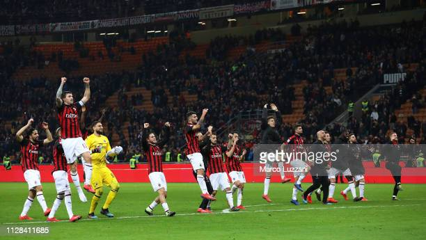 The players of the AC Milan celebrate a victory at the end of the Serie A match between AC Milan and US Sassuolo at Stadio Giuseppe Meazza on March 2...