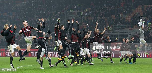 The players of the AC Milan celebrate a victory at the end of the Serie A match between AC Milan and FC Internazionale Milano at Stadio Giuseppe...