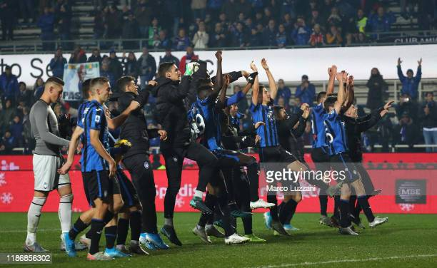 The players of the Atalanta BC celebrate a victory at the end of the Serie A match between Atalanta BC and Hellas Verona at Gewiss Stadium on...