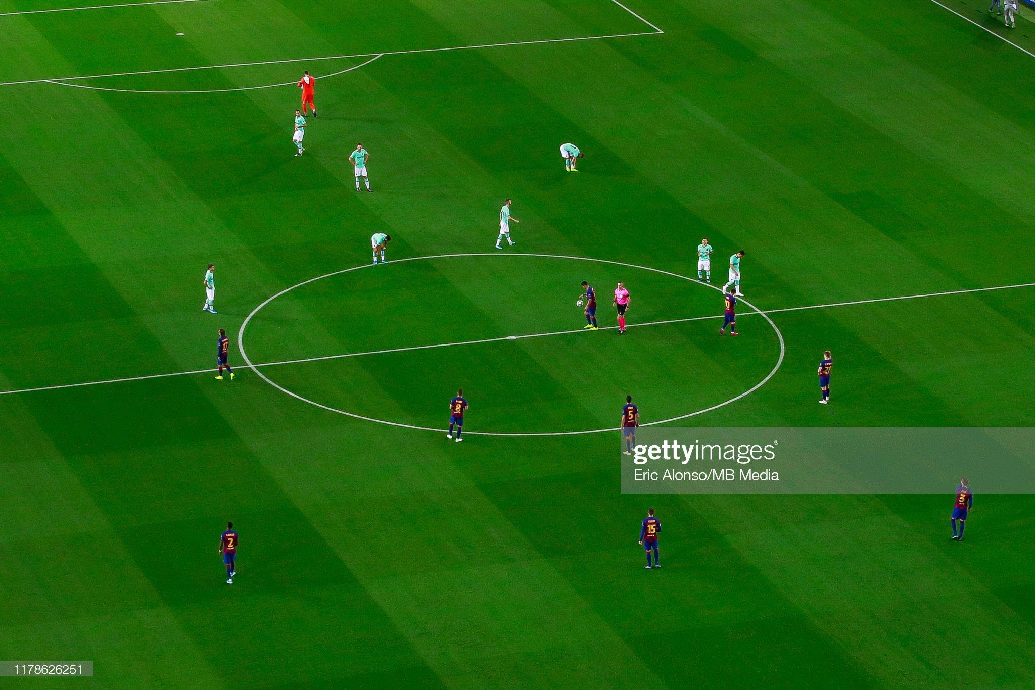 صور مباراة : برشلونة - إنتر 2-1 ( 02-10-2019 )  The-players-of-the-fc-barcelona-and-internazionale-during-the-uefa-picture-id1178626251?s=2048x2048